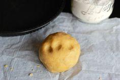 Une recette inratable de Pâte à tarte sans gluten Thermomix sur Yummix • Le blog culinaire dédié au Thermomix ! Sans Gluten Thermomix, Thermomix Desserts, Gluten Free Cooking, Healthy Cooking, Blog Thermomix, Sin Gluten, Quiche Muffins, Patisserie Sans Gluten, Foods With Gluten