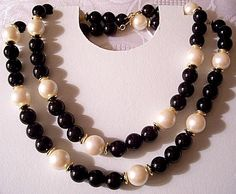 Pearl Black Bead Necklace Gold Tone Vintage Flat Round Accent Discs