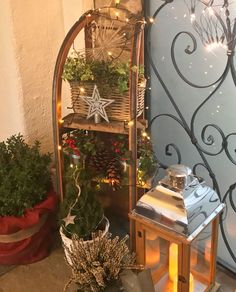 Schlittendeko - Weihnachtsdeko Balkon - New Ideas Noel Christmas, Xmas, Winter Girl, Winter Snow, Luge, Land Scape, Ladder Decor, Christmas Decorations, Diy