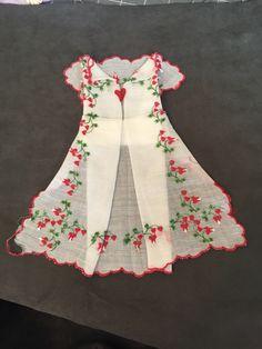 folding to make a Handkerchief dress Doilies Crafts, Fabric Crafts, Sewing Crafts, Sewing Projects, Handkerchief Crafts, Handkerchief Dress, Vintage Crafts, Vintage Sewing, Vintage Linen