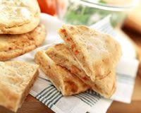 Fougasse au thon, tomates et mozzarella _ http://www.cuisineaz.com/recettes/fougasse-au-thon-tomates-et-mozzarella-49169.aspx