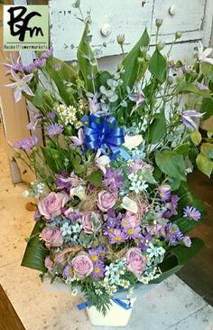 花ギフトのプレゼント【BFM】 ブルーにしかだせない 明るさと優しさ! そんな青(ブルー)で まとめさせていただいた フラワーアレンジメント