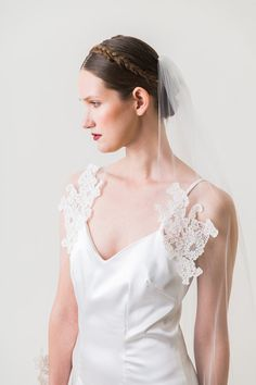 Ready to Wear, Sandra -  Fingertip Length Single Tier Veil Edged With Alencon Lace Appliques