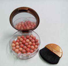 blush em esferas, da H!: http://www.essenciah.com/2012/03/face.html