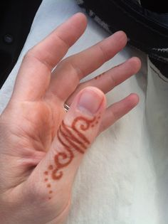 Simple henna finger ring - love it! Design by Henna Trails, henna by Arielle Sword