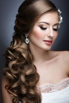 Unbelievable Long Wedding Hairstyles to Look Spectacular - Frisuren Curly Wedding Hair, Wedding Hairstyles For Long Hair, Prom Hair, Bridal Hair, Curly Hair, Wedding Bun, Wedding Dress, Classy Hairstyles, Side Hairstyles