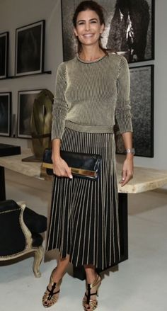 Juliana Awada Looks So Elegant in this Pleated Skirt and Sweater Pleated Skirt Outfit, Skirt Outfits, Chic Outfits, Fashion Outfits, Womens Fashion, Midi Skirt, Fashion Trends, Party Kleidung, Party Mode