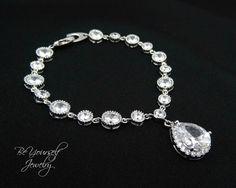 Bridal Bracelet Cubic Zirconia Bracelet Teardrop Charm Bracelet Sparkly White Crystal Tennis Bracelet Wedding Jewelry Bridesmaid Gift