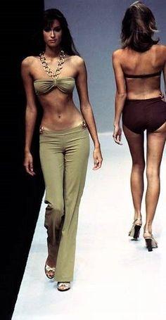 Yasmeen Ghauri for Paco Rabanne S/S 1997 2000s Fashion, Look Fashion, High Fashion, Fashion Show, Fashion Outfits, Fashion Design, Winter Fashion, Style Année 90, Looks Style