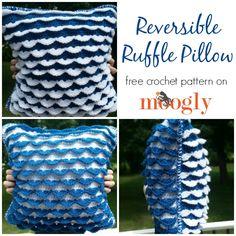 Reversible Ruffle Pillow - free crochet pattern on Mooglyblog.com! Make it with Vanna's Choice!