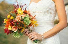 Herbst Brautstrauß Ideen frische Blumen Früchte
