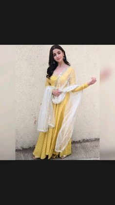 Dress Indian Style, Indian Fashion Dresses, Indian Designer Outfits, Indian Designers, Pakistani Dresses, Designer Dresses, Stylish Sarees, Stylish Dresses, Long Dresses