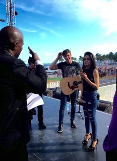 Camila and Shawn talking to Terry Crews Shawn Mendes Tour, Shawn Mendes Fotos, Camilla, Shawn And Camila, Fith Harmony, Terry Crews, Mendes Army, Army Love, Best Couple
