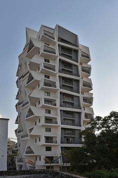 Image 8 of 22 from gallery of Ishatvam 9 / Sanjay Puri Architects. Photograph by Dinesh Mehta Architecture Design, Futuristic Architecture, Contemporary Architecture, Amazing Architecture, Unique Buildings, Amazing Buildings, Residential Building Design, Condo Design, Apartment Design