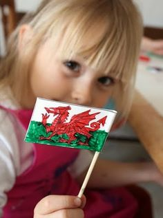 World Thinking Day-Fun and creative Welsh crafts for kids St Patrick's Day Crafts, Holiday Crafts, Fun Crafts, Diy And Crafts, Crafts For Kids, St Dwynwens Day, Saint David's Day, Celtic Crafts, World Thinking Day