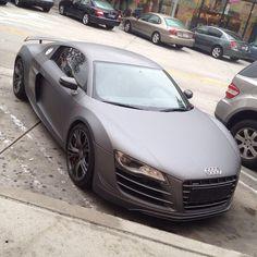 Audi R8 />