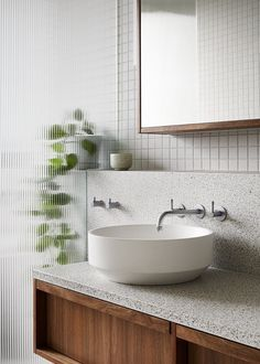 This Modern Bathroom Is Filled With Terrazzo Tiles And Countertop - - Architecture firm Fieldwork has designed a modern bathroom with a built-in bathroom, terrazzo tiles, a floating wood vanity, and a textured shower screen. Bad Inspiration, Bathroom Inspiration, Bathroom Ideas, Bathroom Interior Design, Home Interior, Interior Colors, Interior Livingroom, Interior Modern, Bathroom Styling