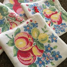 Vintage Fabric Potholders Repurposed Linen Fruit Designs Vintage Textiles, Vintage Quilts, Vintage Sheets, Sewing Crafts, Sewing Projects, Look Vintage, Vintage Tea, Upcycled Vintage, Etsy Vintage