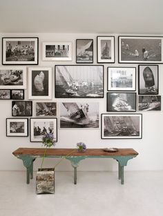 Wall gallery and vintage bench for a studio. Photowall Ideas, Images Murales, Foto Poster, Inspiration Wall, Creative Inspiration, Hanging Art, Photo Displays, Frames On Wall, Wall Collage