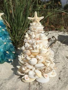 "Handmade beautifully designed LARGE "" White SEASHELL and Coral Coastal Christmas Tree Decor - Winter & Weihnachten - amazing craft Coastal Christmas, Noel Christmas, Christmas Projects, Holiday Crafts, Christmas Ornaments, Beach Christmas Trees, Snowman Ornaments, Christmas Quotes, Thanksgiving Crafts"