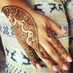 Mehndi Designs Arabic - In modern days every girl use Mehendi Designs because they want to look perfect. Mehandi designs are very famous among woman of all age Henna Hand Designs, Mehandi Designs, Mehndi Designs Finger, Indian Mehndi Designs, Mehndi Designs 2018, Mehndi Design Photos, Mehndi Designs For Fingers, Beautiful Mehndi Design, Simple Mehndi Designs