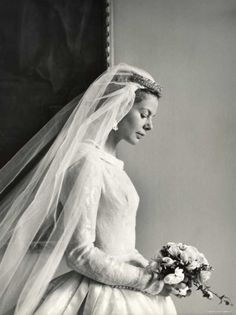 Long before Kate another royal bride wore a beautiful long sleeved wedding dress - chic vintage bride Katharine Worlsey, The Duchess of Kent. Royal Wedding Gowns, Royal Weddings, Wedding Bride, Wedding Dresses, Silver Weddings, Bride Veil, Bridesmaid Dresses, Wedding Shot, Bling Wedding