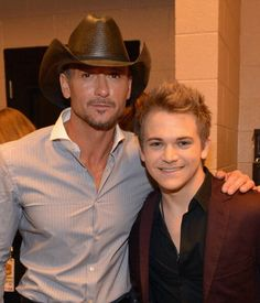 Tim McGraw & Hunter Hayes Can check these two off my list! seen them both live! Male Country Singers, Country Musicians, Country Music Artists, Country Music Stars, Tim Mcgraw Faith Hill, Tim And Faith, Dan & Shay, Country Men, Country Strong