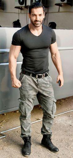 Mens fashion classy - Spotted John Abraham at a film studio in Mumbai Stylish Men, Men Casual, Man Dressing Style, Men In Uniform, Body Motivation, Muscle Men, Male Body, Gorgeous Men, Mens Fitness