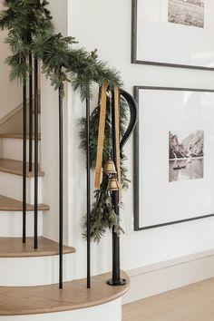 Woodland Christmas, Merry Christmas To All, Christmas Mood, Natural Christmas, Centerpiece Decorations, Christmas Decorations, Seasonal Decor, Holiday Decor, Brown House