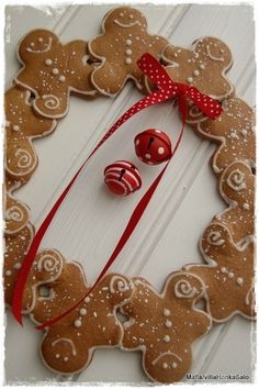 gingerbread men wreath...So cute! Make from Felt by lola