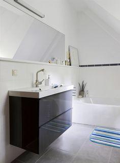 GODMORGON/BRÅVIKEN Waschbeckenschrank mit 2 Schubladen, 100x49 cm, 68 cm hoch, Hochglanz grau/weiß € 419.- (ohne Mischbatterie) SAXSKÄR Bade...