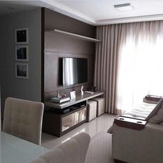 Small room decorated in neutral tones. Living Pequeños, Living Room Tv, Home And Living, Condo Interior, Home Interior Design, Small Room Decor, Small Apartment Decorating, Small Apartments, Living Room Designs