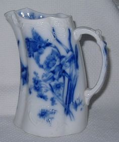 ANTIQUE FURNIVALS DAFFODIL & DAISY PITCHER ANTIQUE FLOW BLUE PITCHER VICTORIAN