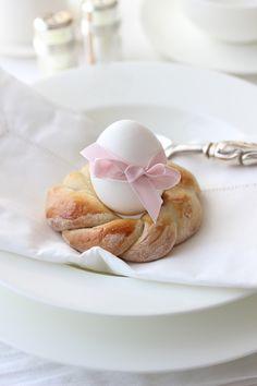 Perfekt für die Tischdeko beim Osterbrunch sind diese Hefekränze! Hier geht's zum Rezept:
