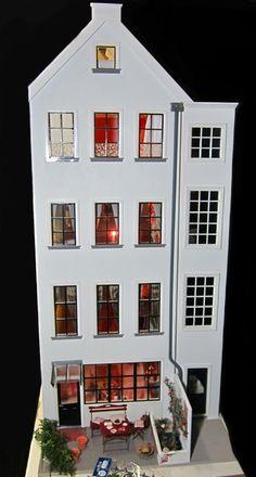Josje's dollhouse rear facade