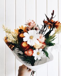 Beautiful flowers sweet and feminine bouquet Fall Flowers, My Flower, Beautiful Flowers, Wedding Flowers, Fresh Flowers, Flower Boquet, Flower Colour, Bride Flowers, Simple Flowers