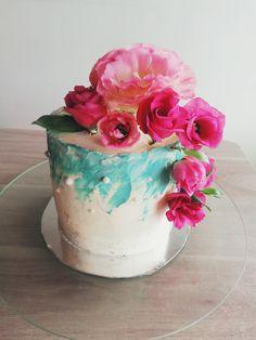 ✨Torta de Aniversario🌷 Primero que todo, ¡FELICIDADES! 👏🏻 Ésta lindura es una torta para 10p de Chocolate Menta!🍫😋 con bellas flores decorándola, colores hermosos elegidos por mi clienta y que sin duda fue un acierto! 👏🏻 #villaalemana #peñablanca #barrionortevillaalemana #quilpue #viñadelmar #cake Chocolate, Cake, Desserts, Food, Decor, Anniversary Cakes, Mint, Colors, Tailgate Desserts