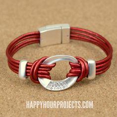 Fácil de pulsera de cuero Conector en www.happyhourprojects.com