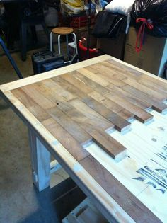 DIY wood plank kitchen table picture step by step ~ would be really really . - DIY and DIY wood - DIY wood plank kitchen table picture step by step ~ would really be really … table - Pallet Furniture, Furniture Projects, Home Projects, Weekend Projects, Furniture Plans, Pallet Projects, Furniture Chairs, Rustic Furniture, Garden Furniture