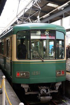 江ノ電。  鎌倉駅にて