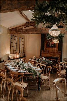 Château de Garde Dinner Setting | Image by Ulrike Photography Brilliant Earth, Champagne Fountain, Wedding Planner, Destination Wedding, Wooden Table And Chairs, Famous Wines, French Wedding Style, Wedding Decorations, Table Decorations