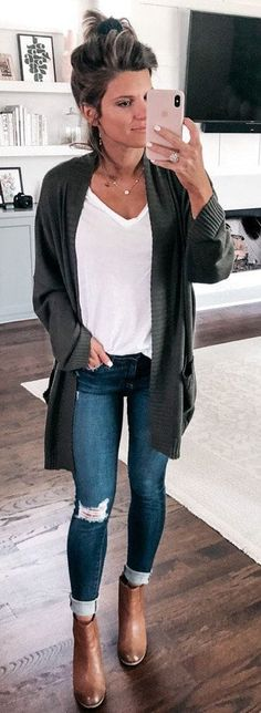 Take a look at the best casual outfits for moms in the photos below and get ideas for your outfits! Are you looking for the best summer outfits ideas for moms? Check out our latest article Best Summer Outfits Ideas… Continue Reading → Fall Winter Outfits, Autumn Winter Fashion, Summer Outfits, Fashion Fall, Winter Clothes, Live Fashion, Moda Outfits, Casual Outfits For Moms, Mode Style