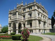 Vitoria-Gasteiz. Edificio público, utilizado de museo