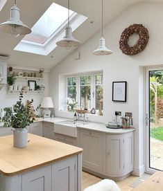 katyebh opened up her magnificent kitchen with this simple roof window, and it made a stunning difference.