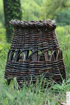 cistella de vímet, tradicionalment - gàbia de guatlla / cesta de mimbre, tradicionalmente - jaula para codorniz / wicker basket; traditionally quail cage