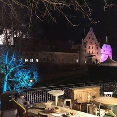Zauberhafte Beleuchtung der Burg Trausnitz auf dem dortigen Weihnachtsmarkt! landshuthellip