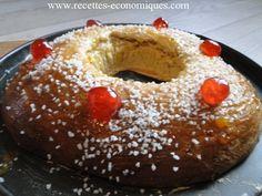 Une recette de gateau des rois excellente : comme celle de la boulangerie : moelleuse à souhait, un délice. Une recette à faire au thermomix. Ce gateau des rois au thermomix, est avec des fruits confits sur le dessus, du sucre perlé pour la déco, une recette facile et vraiment excellente, à faire sans hésitation.