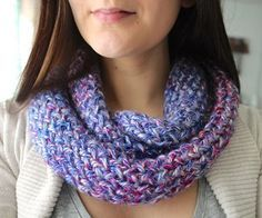 This infinity scarf is a quick and easy knitting project that you can do on a re. - Knitting for beginners,Knitting patterns,Knitting projects,Knitting cowl,Knitting blanket Round Loom Knitting, Loom Scarf, Loom Knitting Stitches, Knifty Knitter, Finger Knitting, Scarf Knit, Cross Stitches, Sock Knitting, Knitting Machine