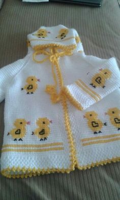 Baby Knitting Patterns, Baby Cardigan Knitting Pattern, Knitting Designs, Baby Patterns, Baby Born Clothes, Boy Doll Clothes, Crochet Baby Poncho, Crochet Girls, Crochet Slipper Pattern