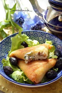 """Une délicieuse et simple recette pour garnir la table du Ramadan, je l'ai trouvée sur le blog """"amour de cuisine"""", un délicieux blog! Des briwates / briouates (Samossa ou Bourek si vous préférez ) farcis à la Ricotta , Olive et pignons de pin ! Temps de..."""